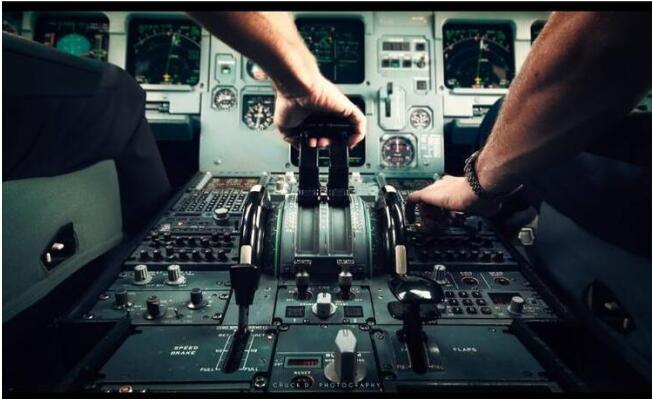 飞行员驾驶舱打架